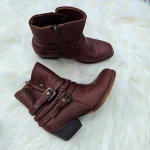 Bare Traps Winsom brush brown bootie